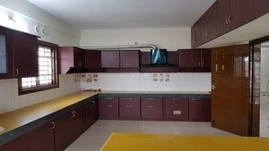 Right House kitchen